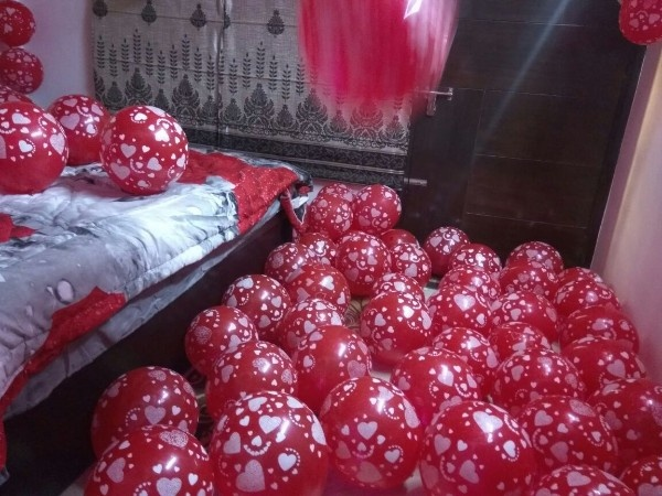 Decorate Your Room Ceiling With Balloons And Create A Beautiful Canopy Of