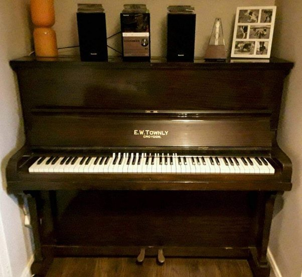is a cheap upright piano still preferable to a digital piano at the same price quora. Black Bedroom Furniture Sets. Home Design Ideas