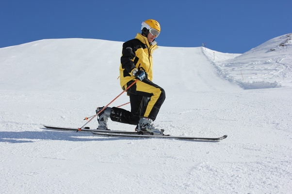 What Is The Primary Difference Between Downhill Skiing And
