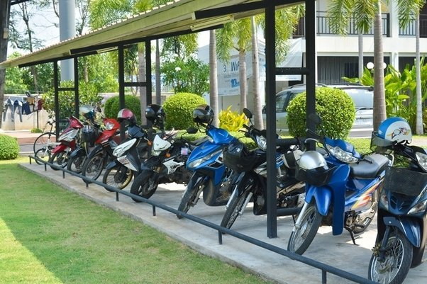 motorcycle parking images  In countries dominated by motorcycles, what do motorcycles parking ...