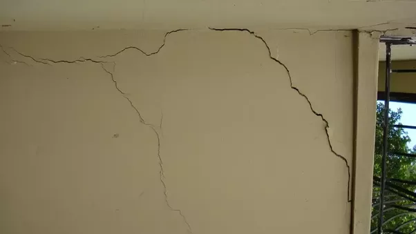 How Can One Identify Structural Cracks In A Concrete