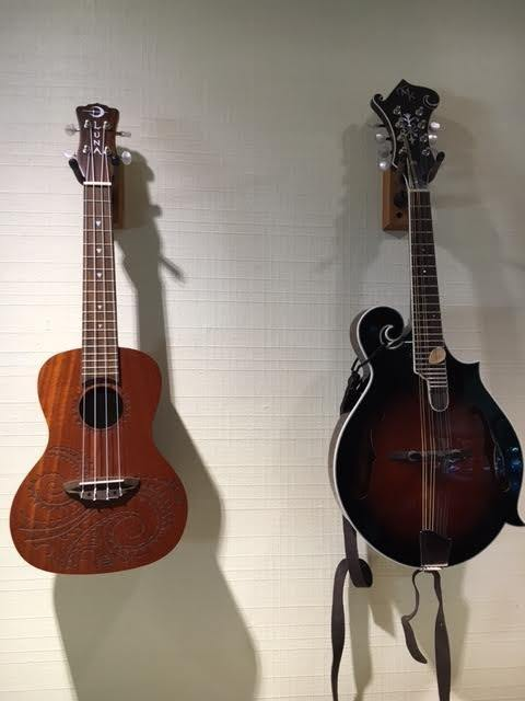 Whats The Difference Between A Ukulele And A Mandolin Quora