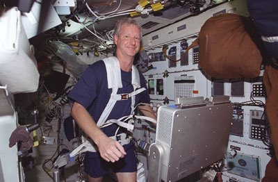 why do astronauts in space feel no gravity quizlet - photo #36