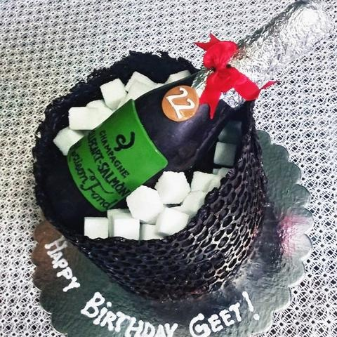 The Best Cakes To Surprise Your Friend Good Luck Cakefite Freshness Quality You Deserve Taste And Design Fall For