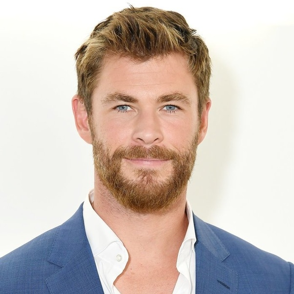 Why do Thor's eyes change color from blue to brown in both ...