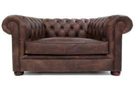 Charmant The Structure Of Legs: Ornately Designed Legs Is The Attractive Feature Of  The Chesterfield Sofa. Turned Legs Followed By Bun Feet With Some Fluted  And ...