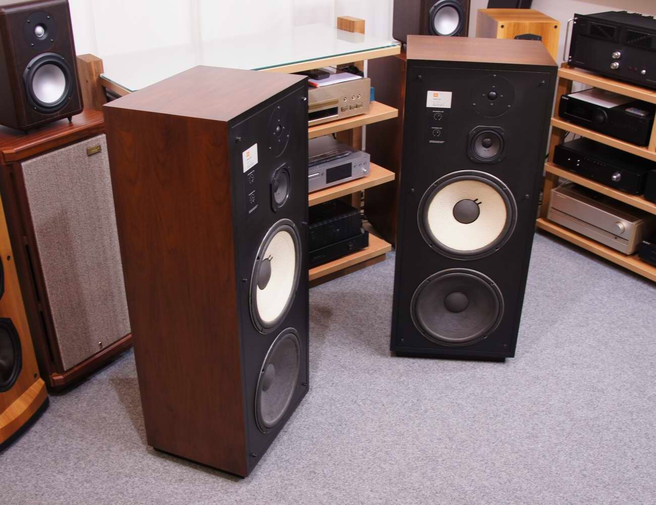 They Are A Floorstanding Variant Of The L110 112 Bookshelf Speaker It Uses Tweeter And Midrange From But Woofer L112