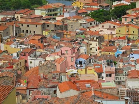 slow corsica, autostop, viaggi lenti, viaggiare con lentezza, Sardegna, artisti di strada, buskers, musicisti di strada, Bosa