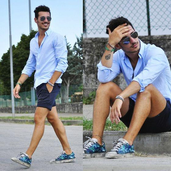 What goes with mens navy blue shorts? - Quora