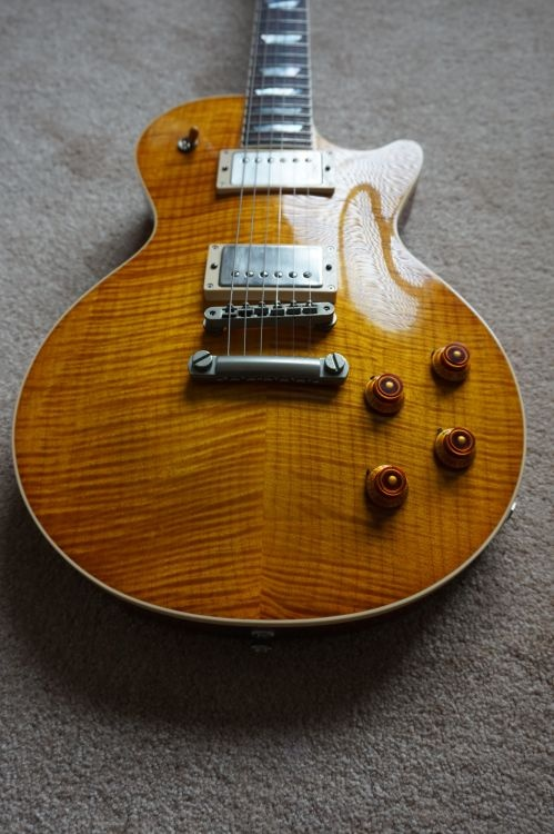 What are the differences between an Epiphone Les Paul and a Gibson