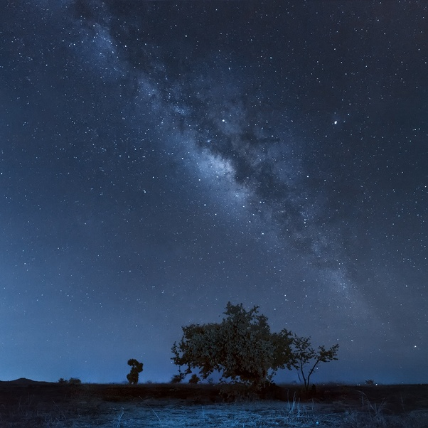 How is it possible to capture Milky Way pictures using a Canon 1100D