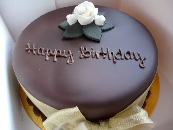 What are alternatives to a birthday cake that are low in or have no
