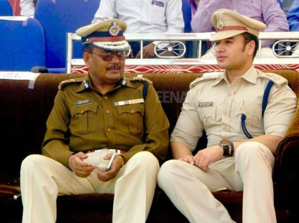 How much does an IPS officer get monthly? - Quora