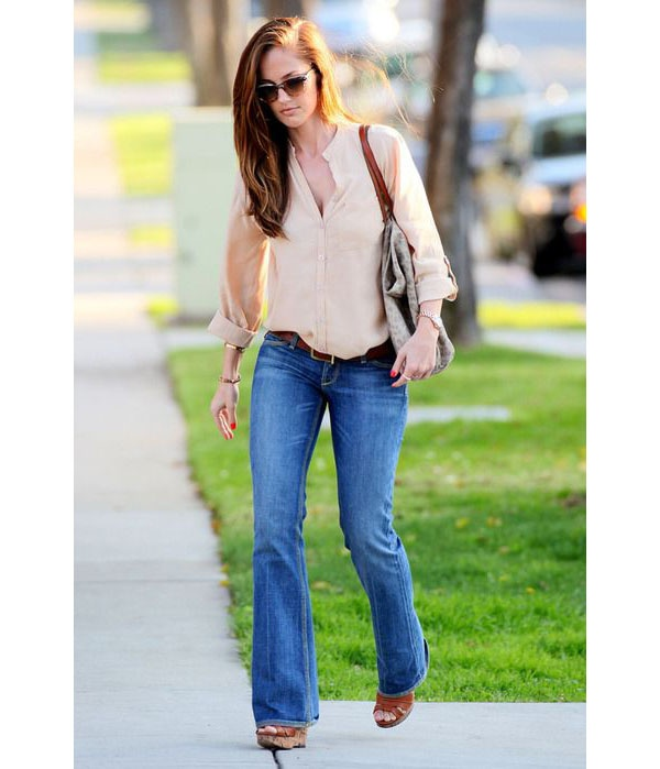 9d990c78588 From: 8 Stylish Ways to Wear Bootcut Jeans —