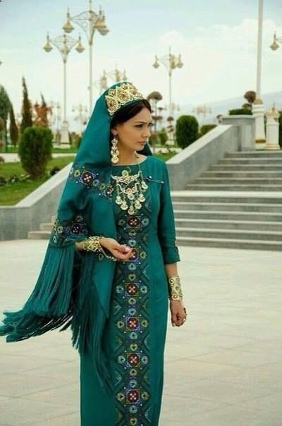 what was iranian women's traditional dress non western