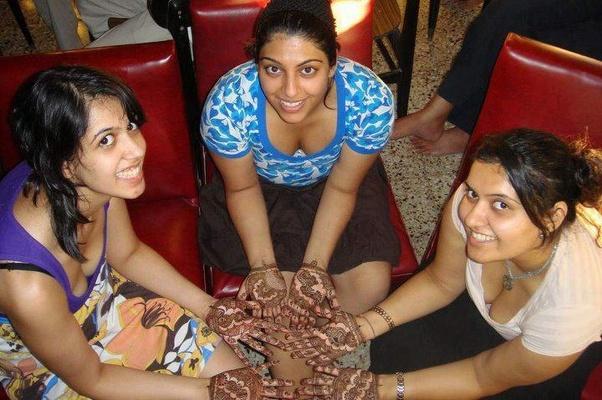 indian girl cleavage के लिए इमेज परिणाम
