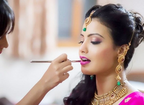 ... list of best bridal makeup artists in Delhi/NCR region. Browse this complete list to know their bridal packages price and their contact details.