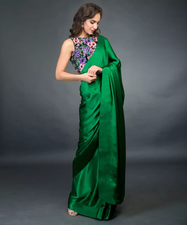 ae787b303444f3 Which colour blouse will suit a green saree  - Quora