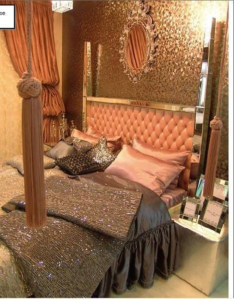 What are some old hollywood glam bedroom ideas quora for Decor glamour