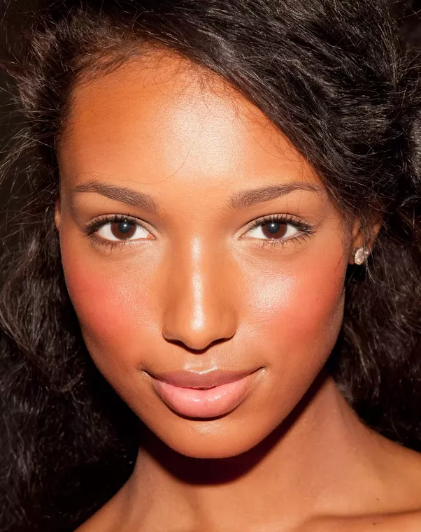 Which Color Lipstick Should A Dark Skinned Woman Wear?