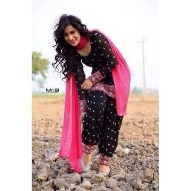 Which dress will suit for a thin Indian girl? - Quora