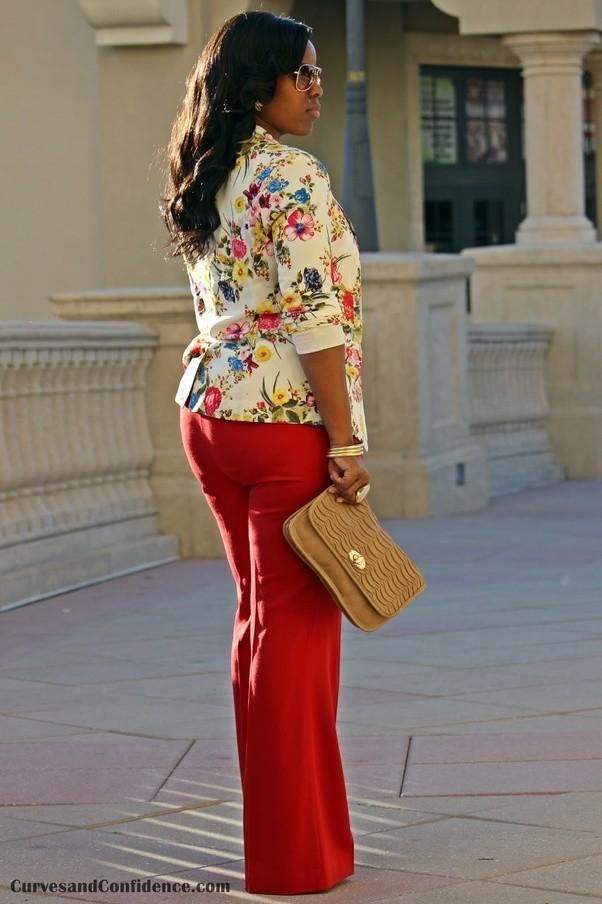 Una camicia rossa starebbe bene con i pantaloni rossi?