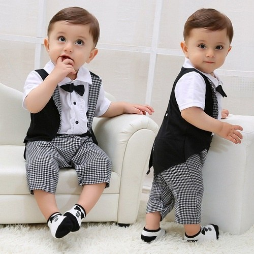 Combined, the three authors of Small Fry blog have 6 little boys, and they are a stylish crew. This is a super cute site that regularly features excellent children's clothing brands, as well as styling tips for baby boys and hip finds from big box stores like Target and Wal-Mart.