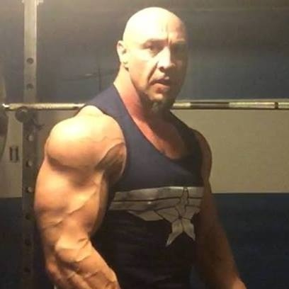 Which bodybuilder of around 6 ft is a good example of 15