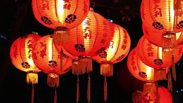 Some Lanterns Might Only Have One Character On It Like 福