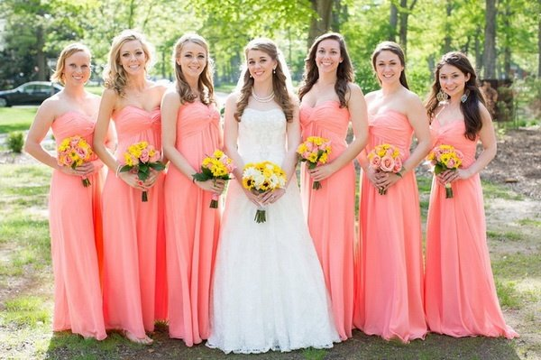This Bride Picked A Great Color That Looks Good On Both Her Blonde Tan Bridesmaids And Pale Brunette But Notice How The Shorter S