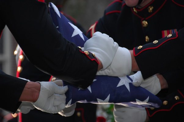 Do cremated veterans still get a folded flag at a memorial service