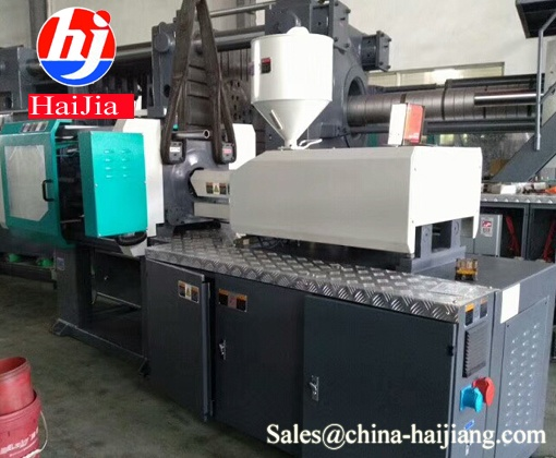 What is your special screw manual injection molding machine