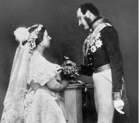 Какие фамилии, кроме Виндзор, король Георг V рассматривал для британской королевской семьи