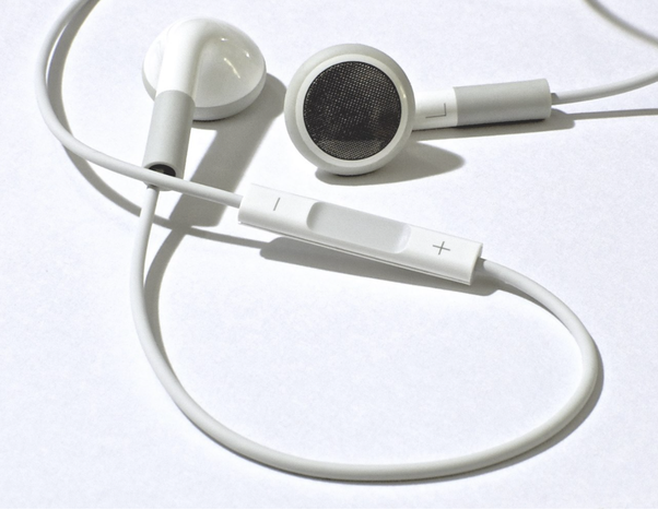 Why Did Apple Design Such An Uncomfortable Earphone That Can T Even Stay In My Ears For 5 Mins Quora
