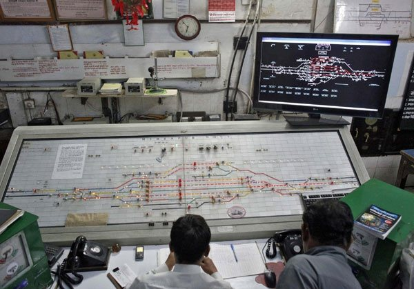 How does the inside of control room of Indian railways ...