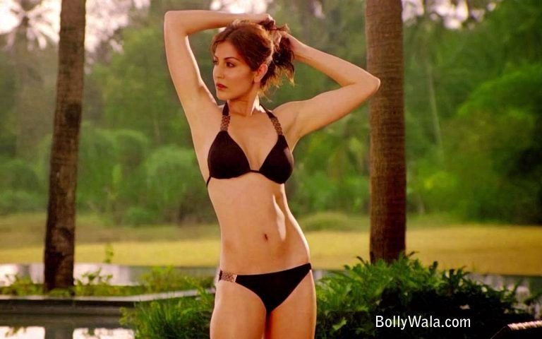 Anushka sharma bikini for that