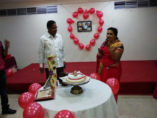 Surprise Gift For Wedding Anniversary: What Is The Best Gift For My Parents Who Are Celebrating