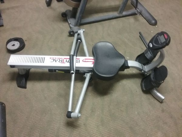 4d9fb498626 The body features a steel construction underlined by an aluminum beam. The  steel body is heavy so the rower does not wobble during the workout.