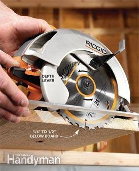 Which way should the teeth be facing on a circular saw blade how is this prevents the saw from digging in grabbing and propelling itself along the work or firing the wood out in the case of a table saw greentooth