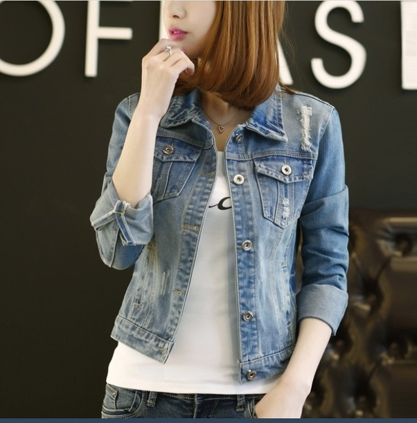 3c1addef575 There are many styles to put on a denim jacket. Even a traditional look can  be adopted. Denim on denim style can be one nicely to be put on.