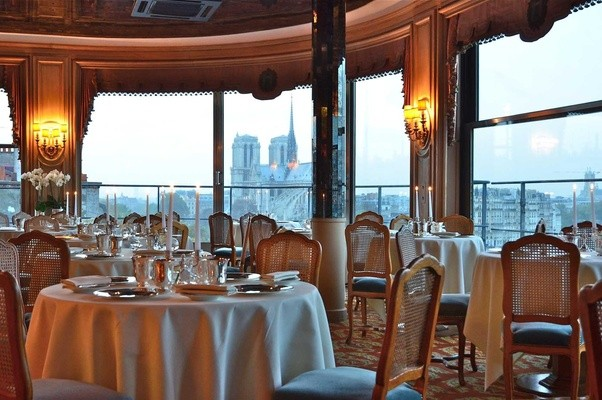 what are some romantic places to eat with a view in paris france