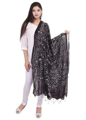 de430e5a1e In ethnic dress, if you are planning to wear black kurti and black legging  then always wear a contrast dupatta which will look good on black colour.