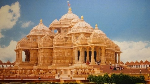 is there any modern indian building that revives pre mughal