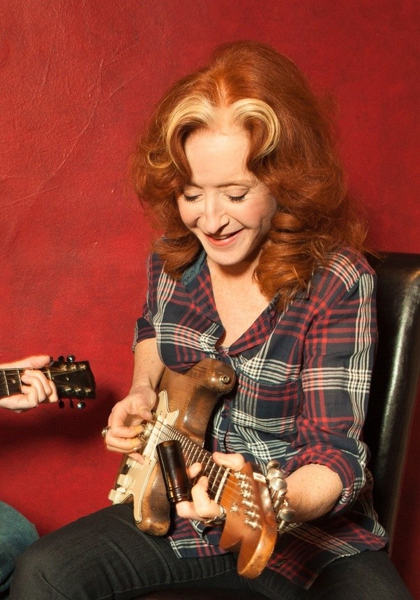 Bonnie Raitt Is Known As A Great Guitarist Shes Famous Singer So Lot Of People Who Dont Know Her Career In Detail Are Unaware Guitar Work