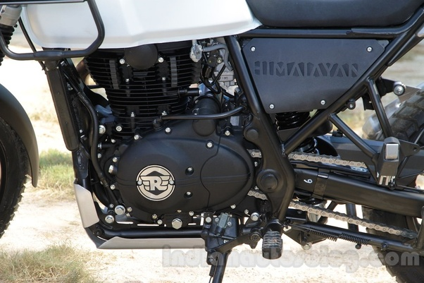 How does the 373cc engine of the KTM 390 produce a 411cc engine and