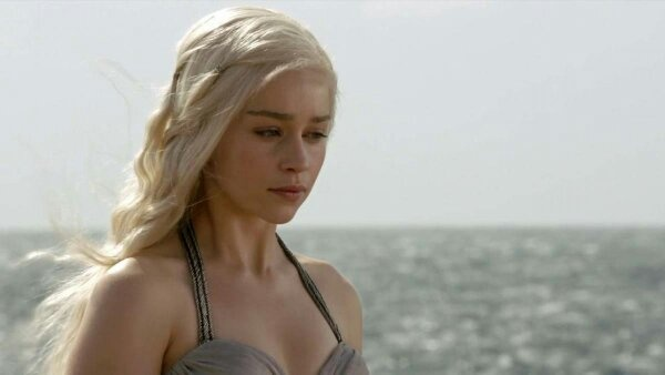 Who thinks that Daenerys Targaryen is hot? - Quora