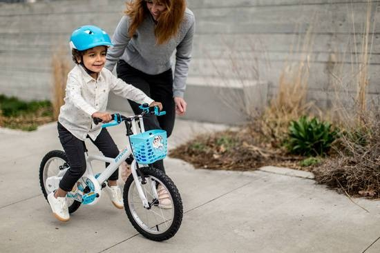 9a1122d300c This kids bicycle comes with a lowered frame for easy mounting and  dismounting. The stop easy brakes allow the kid to break easily and suit  the size