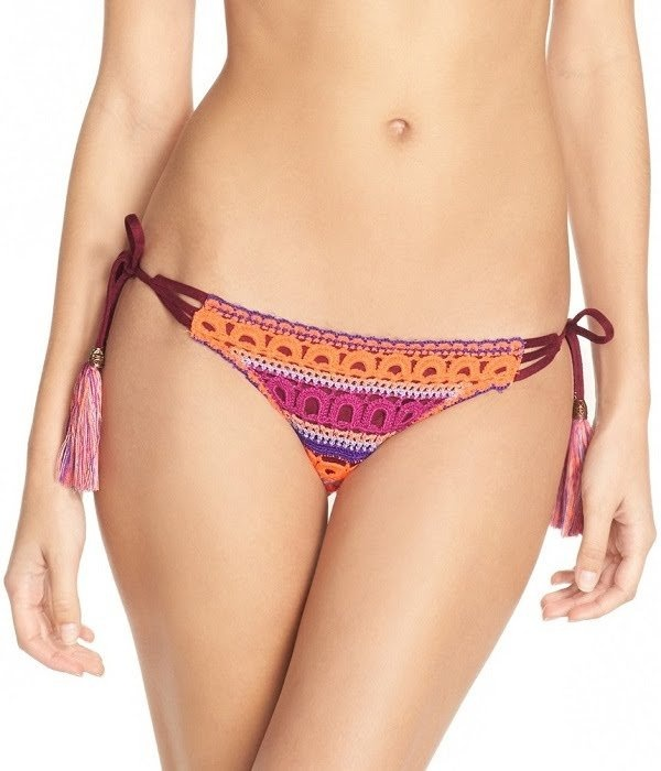 9b4a254824c3f The briefs of the bikini has side threads to tie at both sides to give a  sensual feel to the overall bikini.