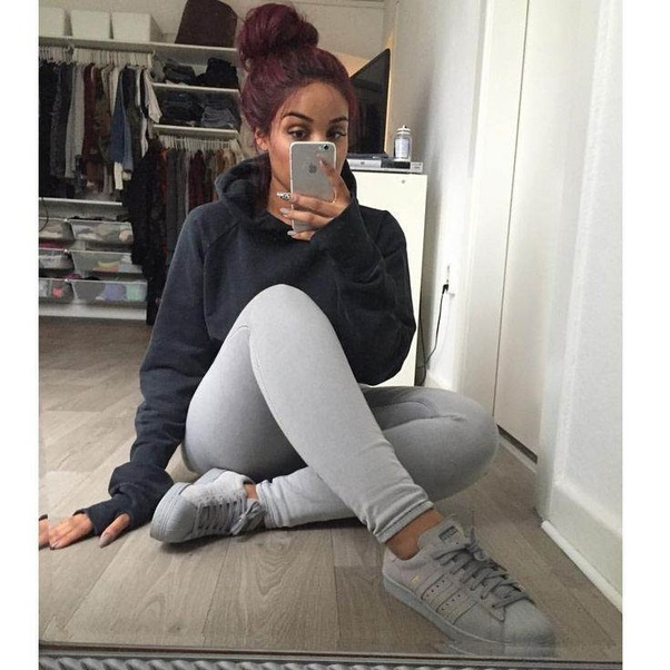 What should you wear with grey leggings? - Quora