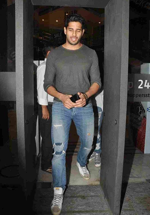 who is the tallest bollywood actor quora. Black Bedroom Furniture Sets. Home Design Ideas